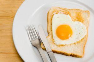 huevo y corazón
